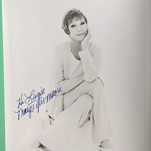 Signed / Inscribed Photo Mary Tyler Moore 8X10 BW